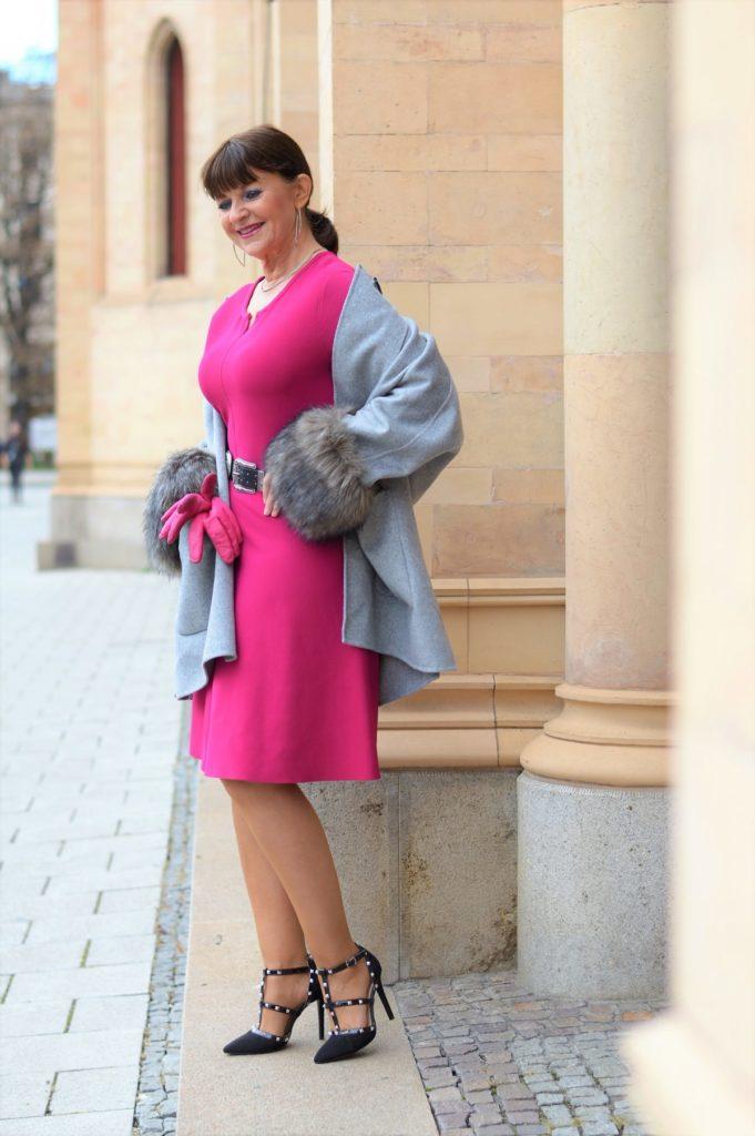 1 Kleid – 3 Looks: Wie Du ein Strickkleid kombinieren kannst