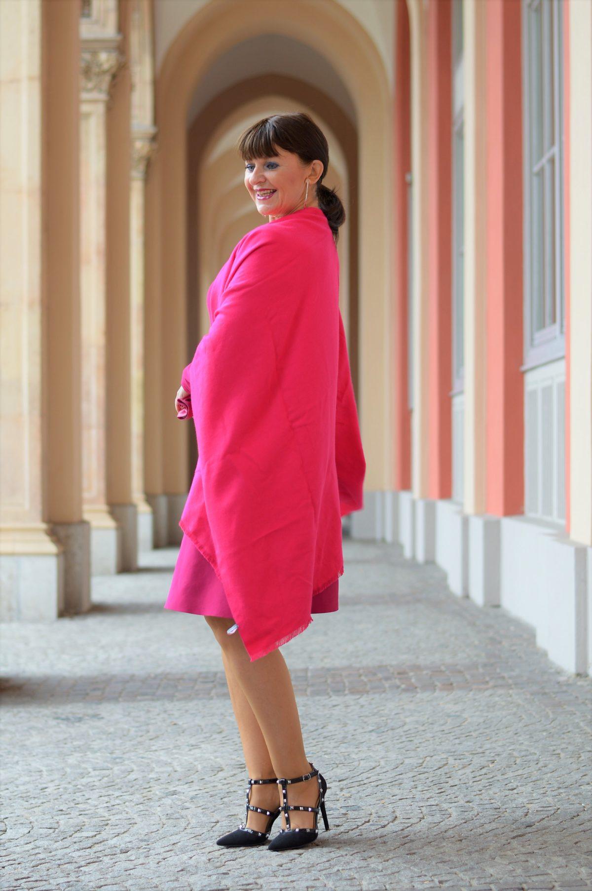 Cape und Kleid in pink