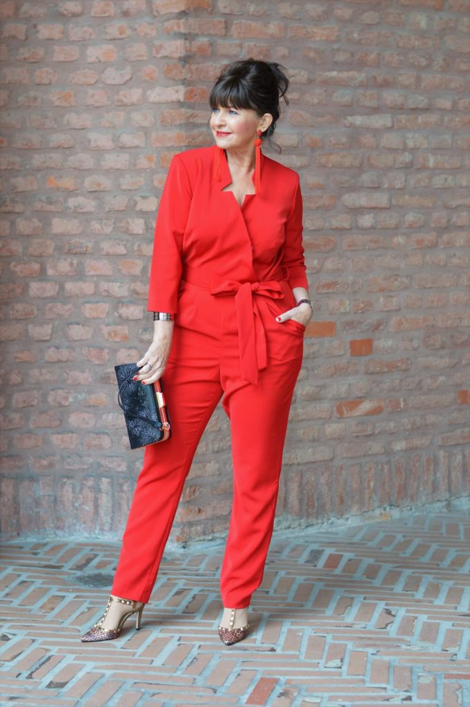ROTER JUMPSUIT mit Statement Ohrringe – Festlicher Look Teil II