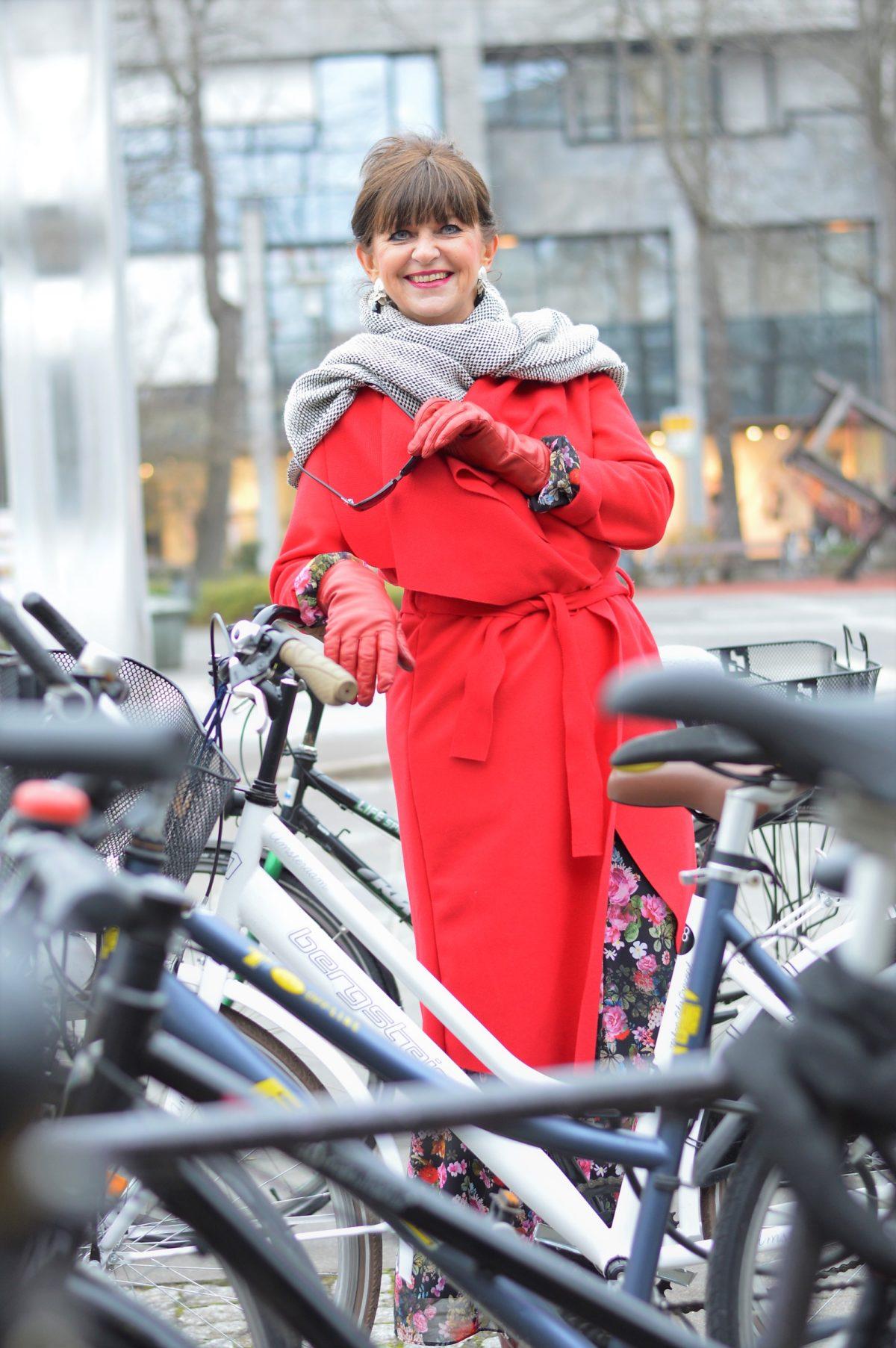 Fahrrad und Maxikleid