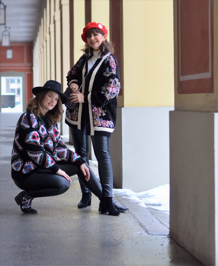 2 Generationen – 1 Look: Oversize Cardigan mit Lederleggings