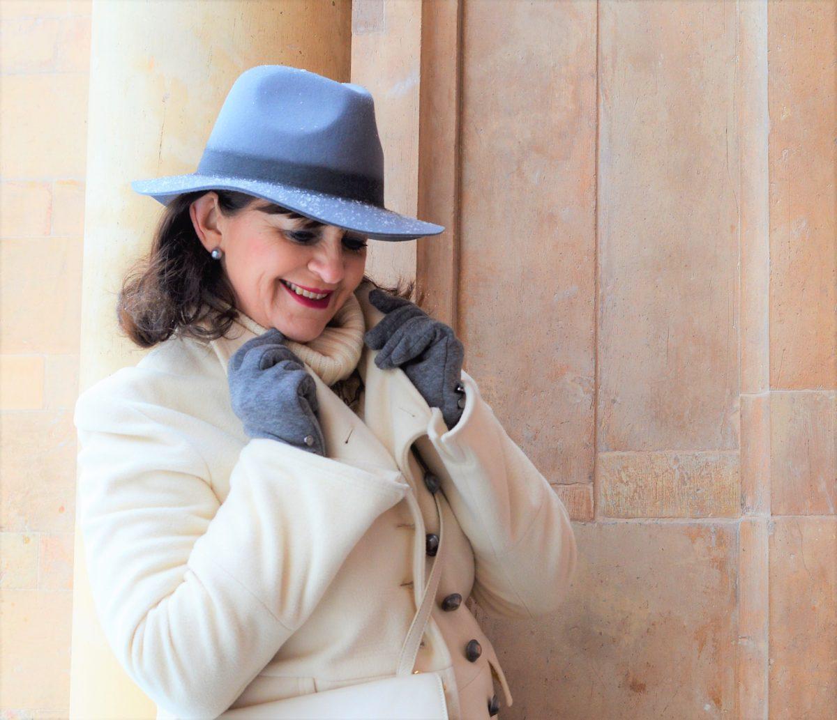Hut und Handschuhe grau