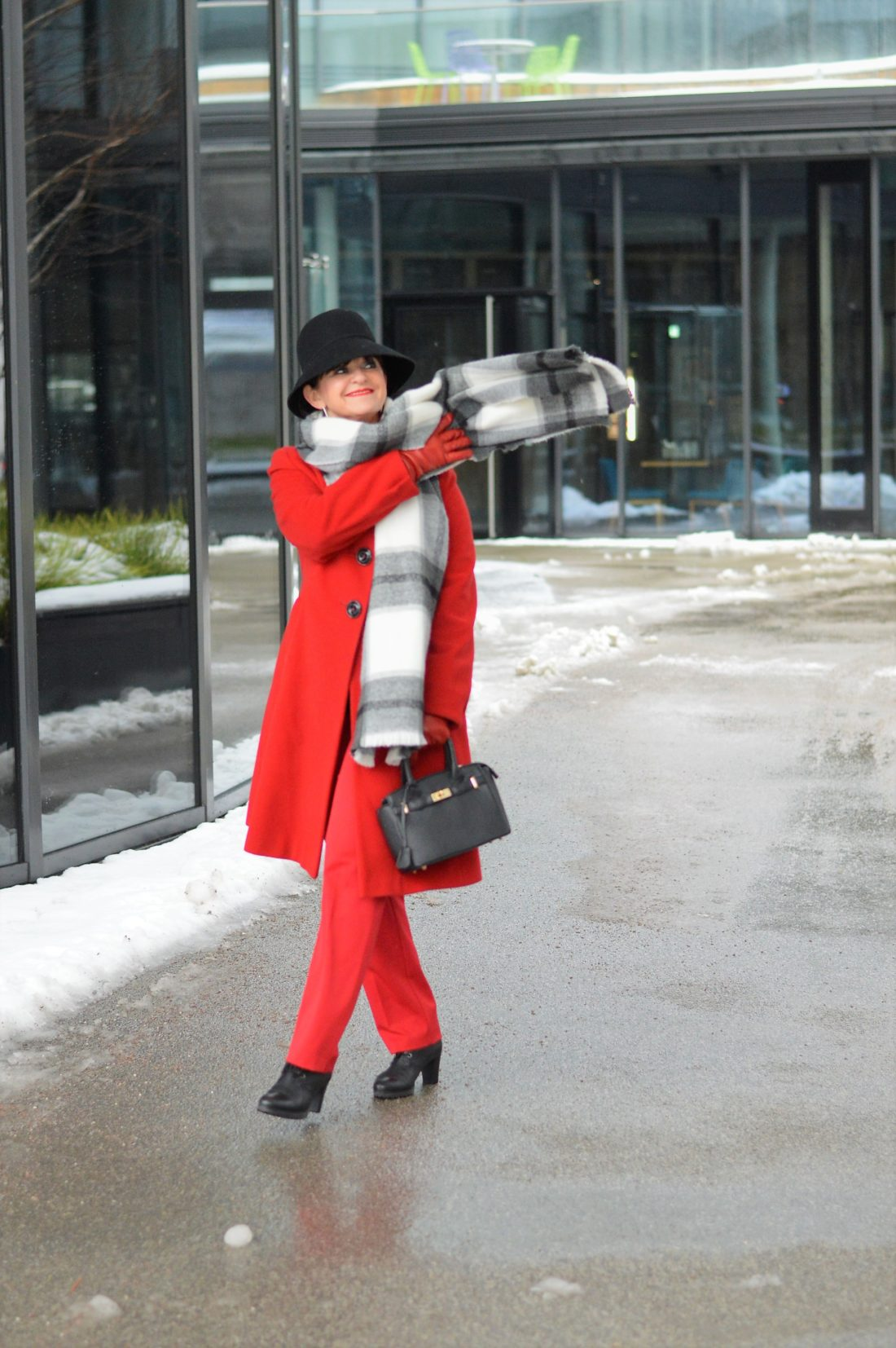 Roter mantel pinterest
