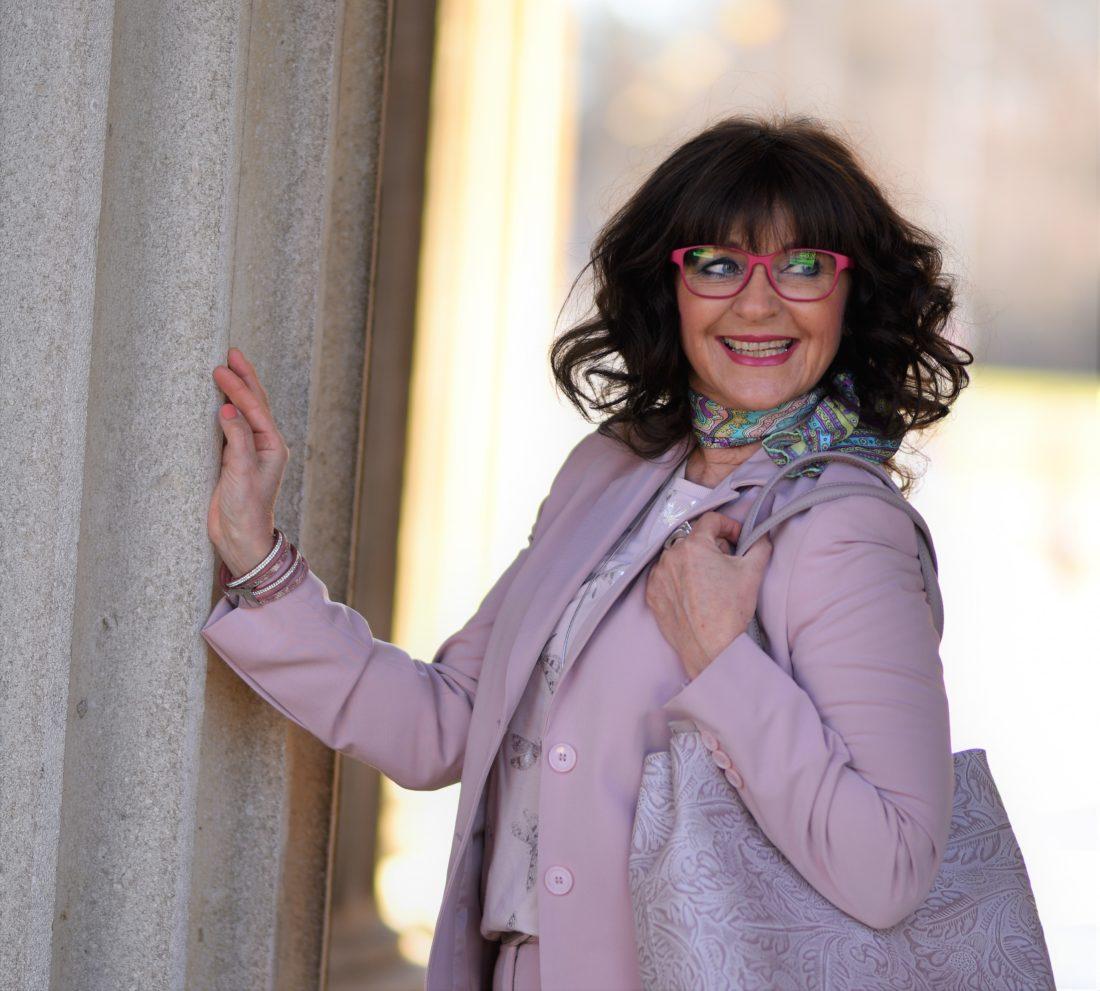 ecd3e1b754717 Welche Brille passt zu Deinem Farbtyp? - Martina Berg - Lady 50plus