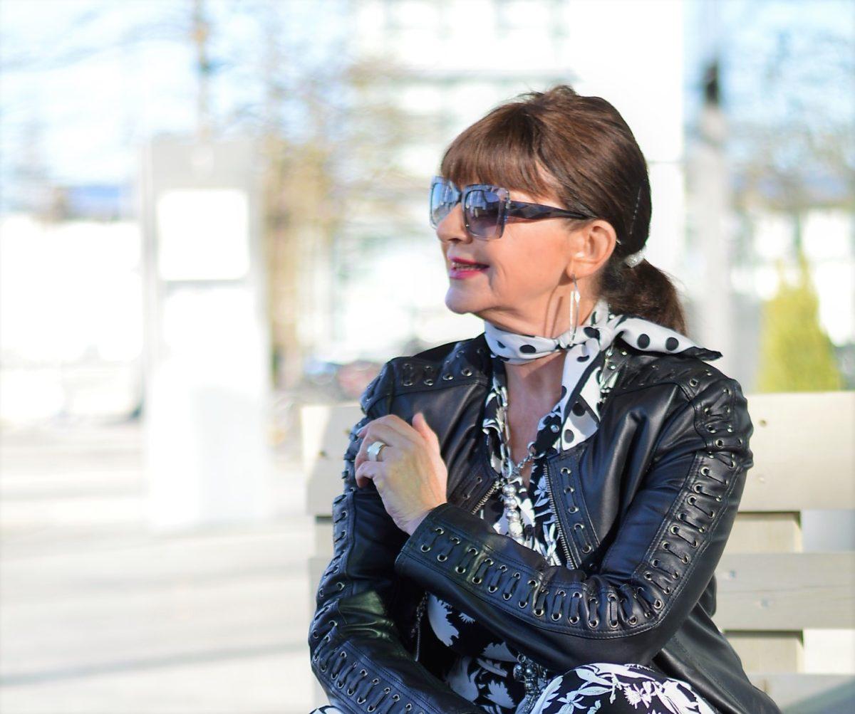 Lederjacke und Sonnenbrille