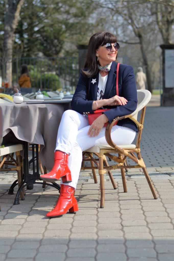Weiße Jeans mit Blazer