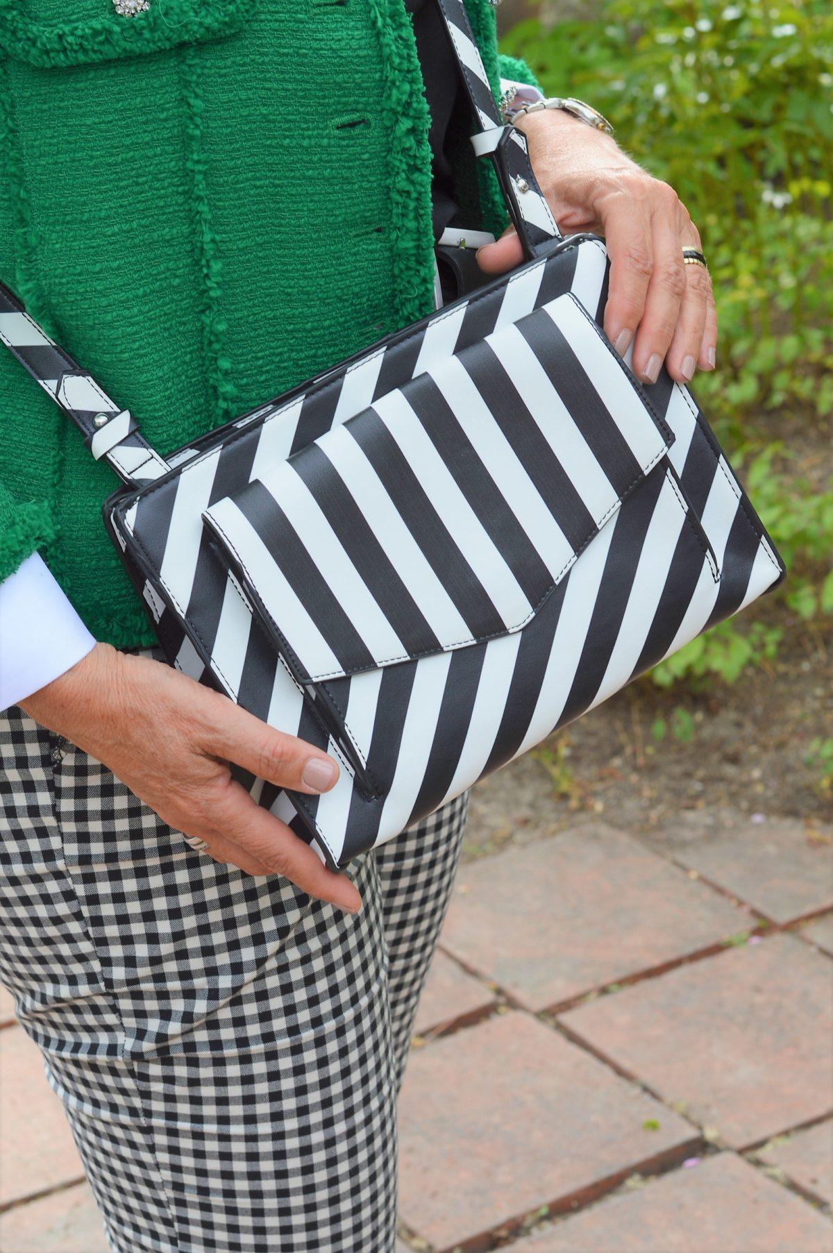 Tasche in schwarz-weiß