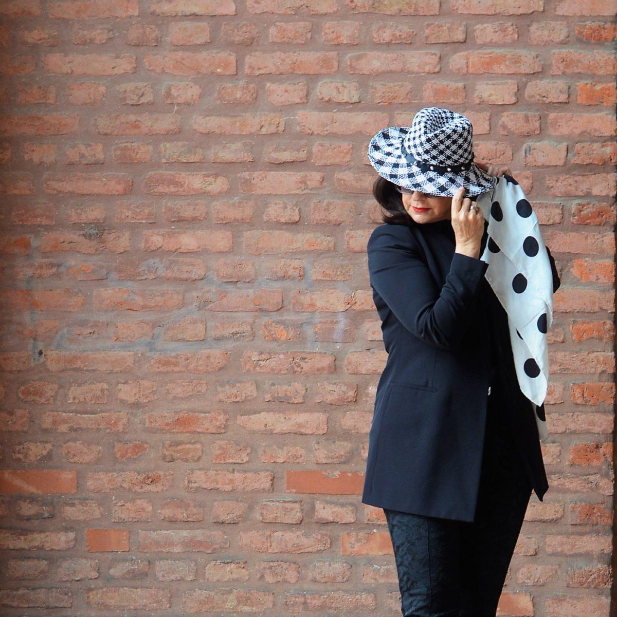 Hut in schwarz weiß