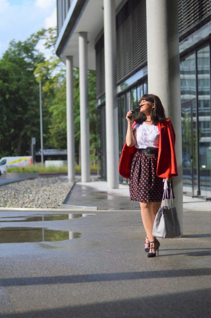 Business Look zur Sommerzeit – Rock mit Blazer