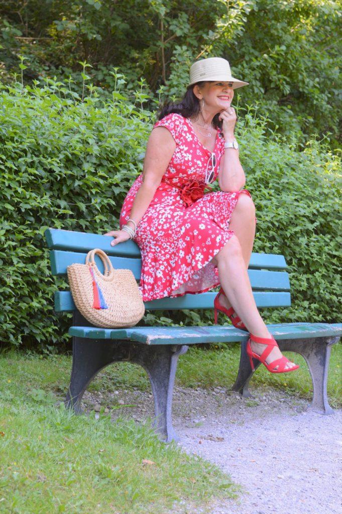 Gartenparty Outfit – MONA Sommerkleid in rot und weiß