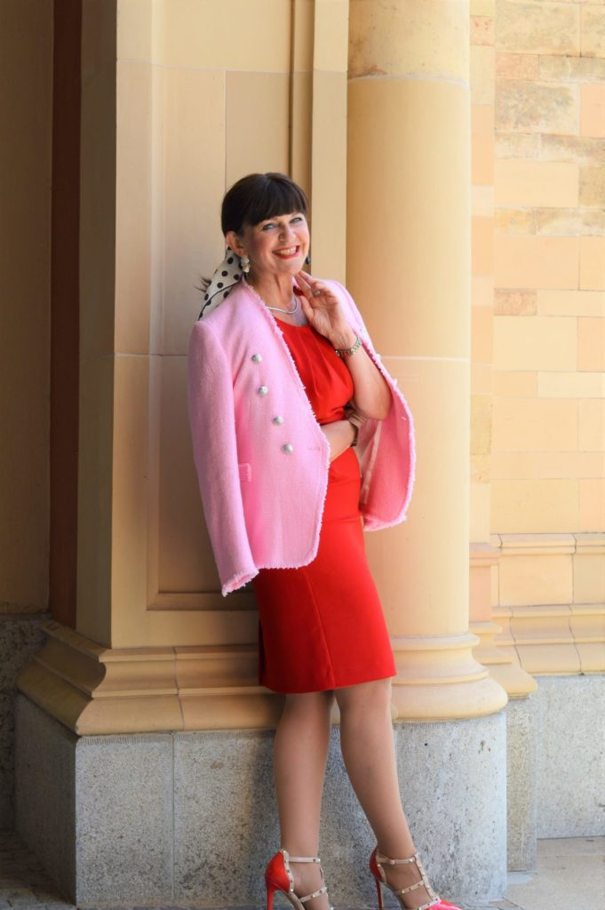 Rotes Sommerkleid mit Blazer