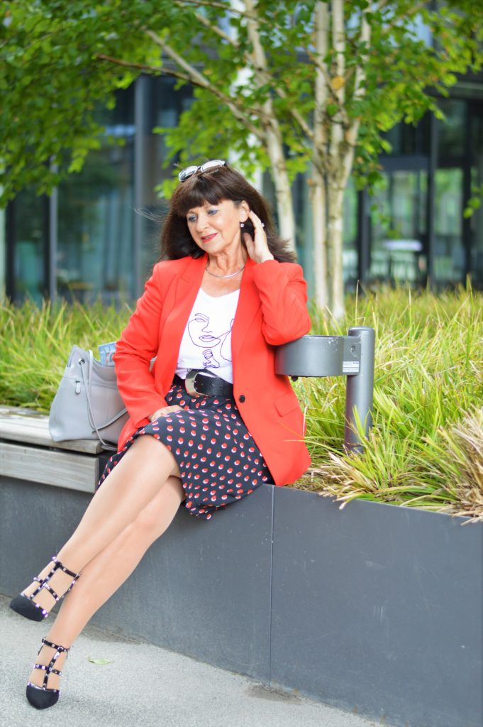 Business Look mit Rock im Sommer
