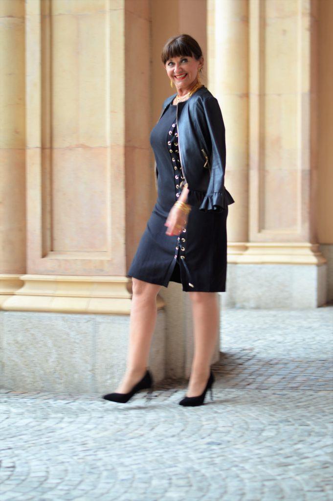 7 Looks für 7 Tage schwarzes Kleid