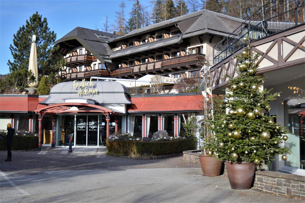 Eingang Ebner's Waldhof am Fuschlsee