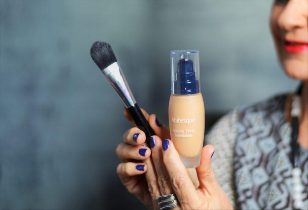 Make up mit Pinsel auftragen