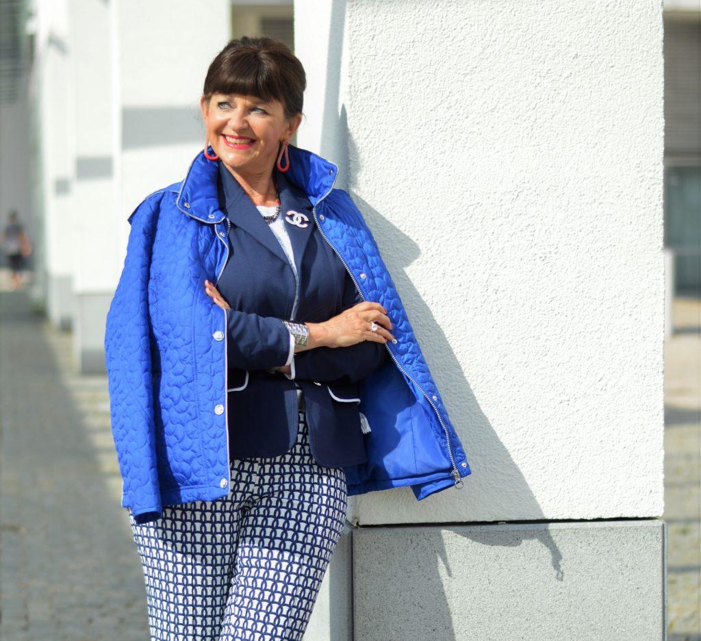 Maritimer Look mit Lady 50plus
