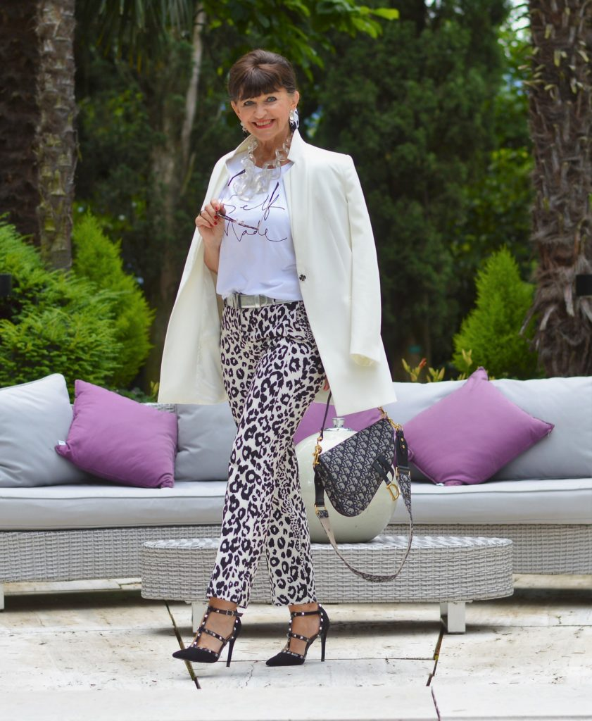 1 Teil – 5 Looks: Hose mit Animal Print