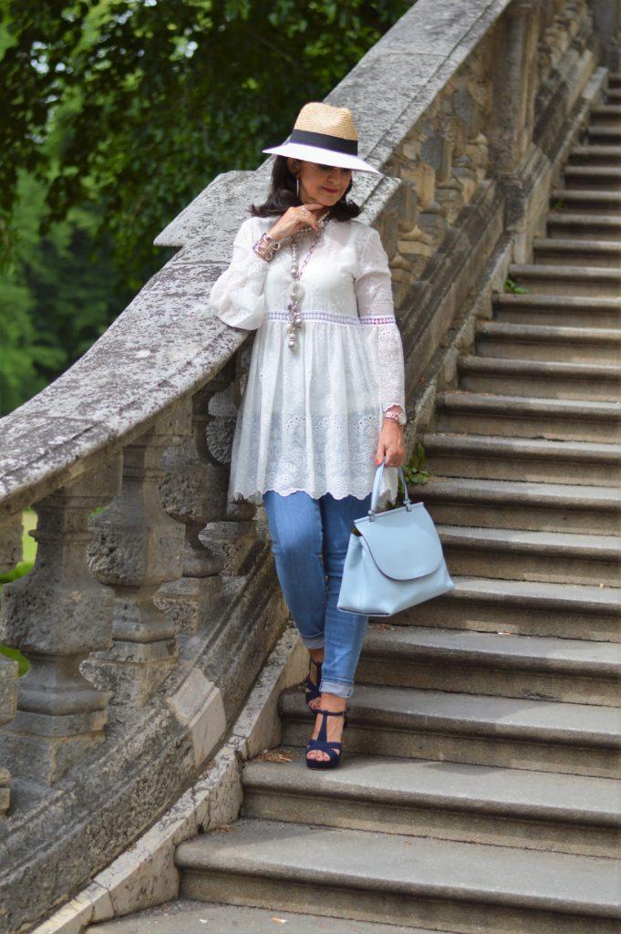 Sommerliebling weiße Tunika mit Jeans