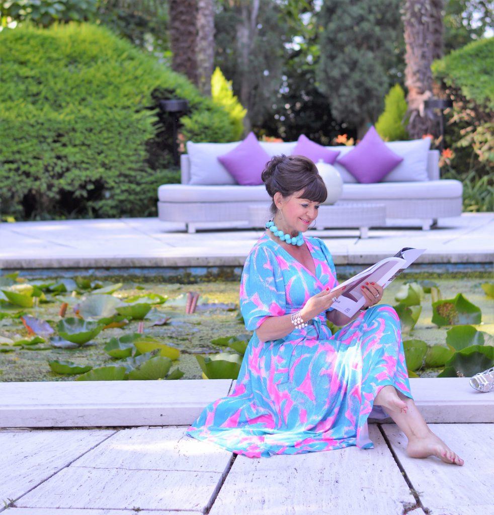 das perfekte Sommerkleid in türkis und pink
