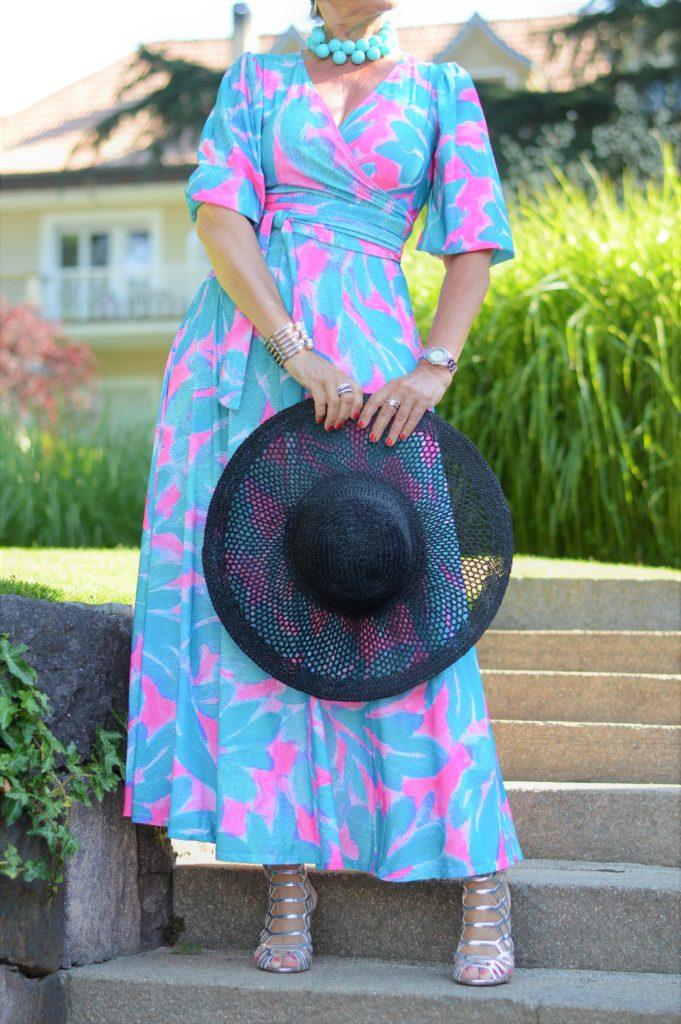 das perfektes Sommerkleid mit Accessoires