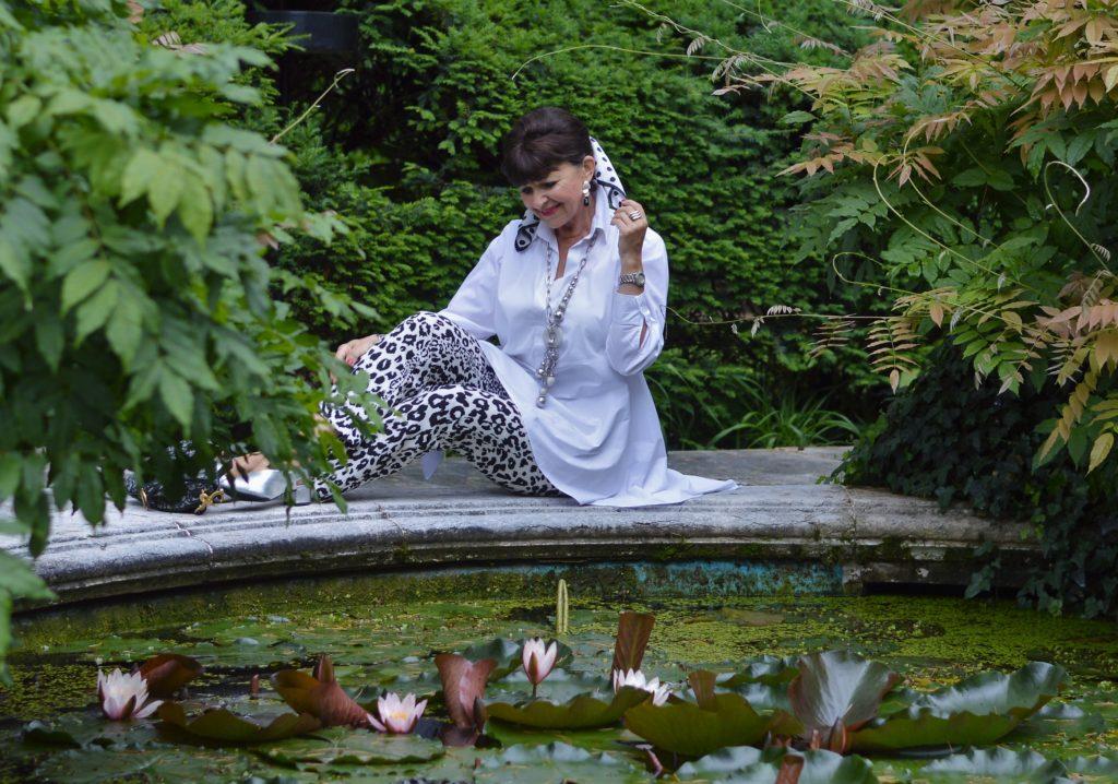 Animal Print Hose mit weißer Bluse