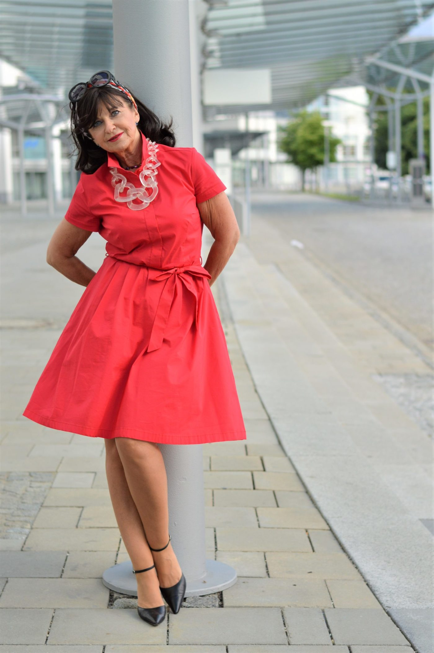 ein rotes kleid - lady in red - martina berg - lady 50plus