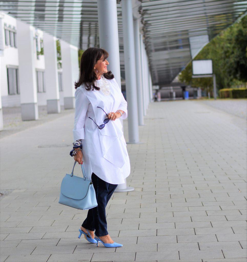 Weiße Bluse mit MONA Jeans kombinieren