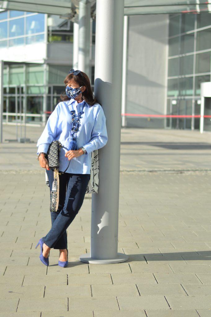 Maske tragen - Jeans kombinieren
