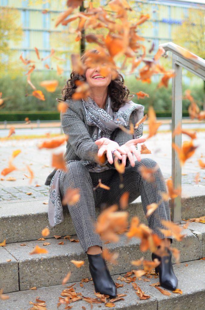 Der karierte Hosenanzug im Herbst