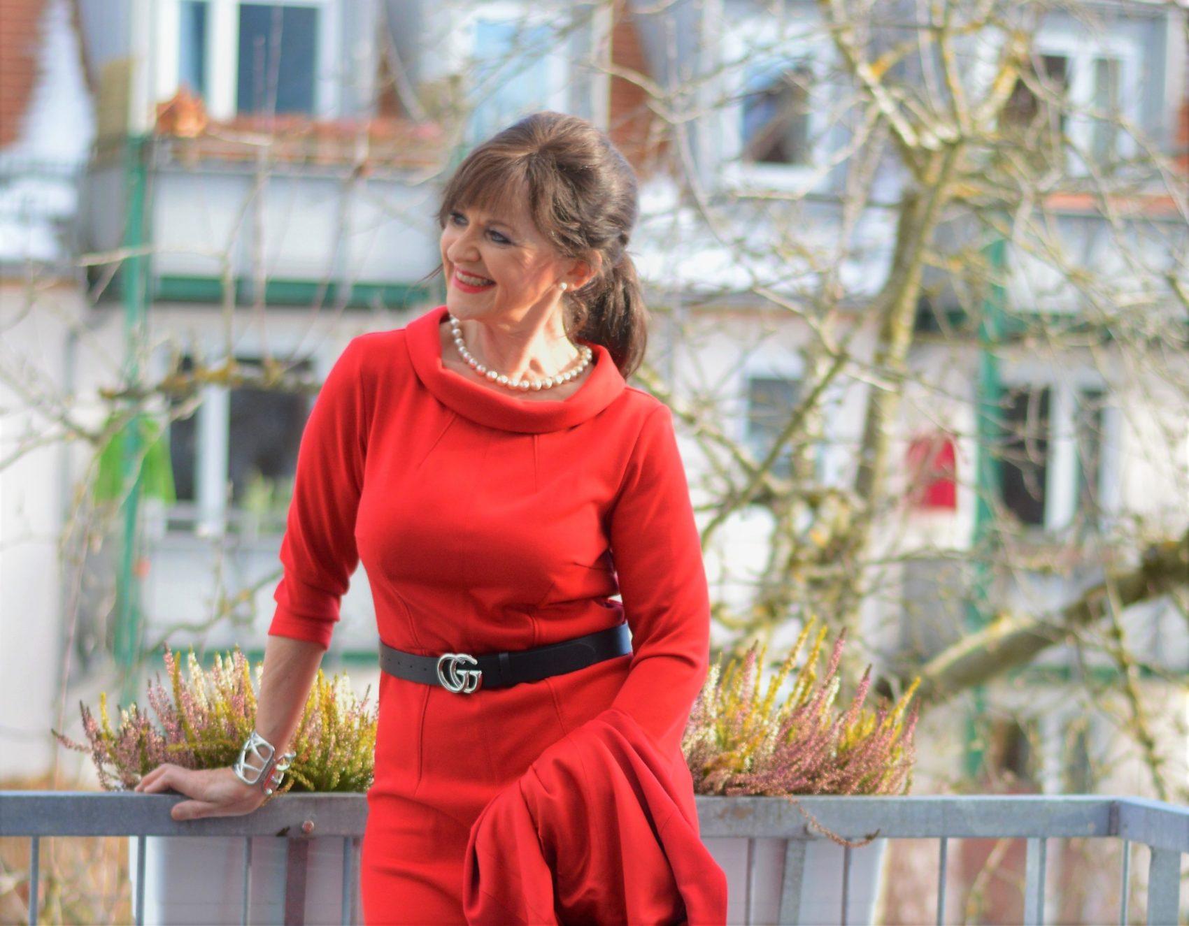 Rotes Kleid für Frauen 50plus