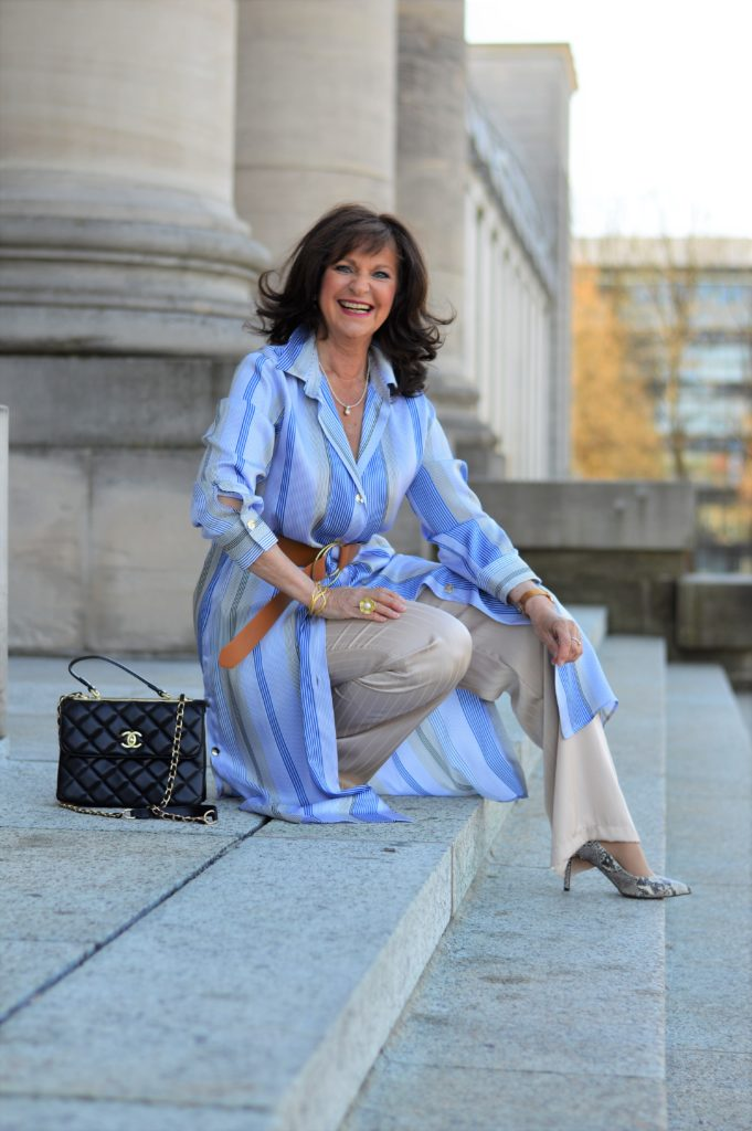 KLEID ÜBER HOSE: 6 Styling Tipps für Frauen 50plus